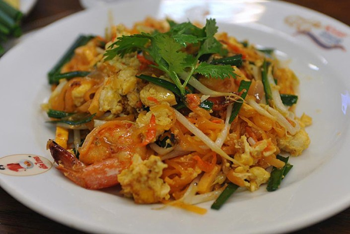 must try foods in Thailand, pad thai thailand, thai dishes, favorite thai dishes, popular thai dishes, vegetarian thai dishes, one weird globe photography, Must Try Foods , top foods around the world, popular foods around the world