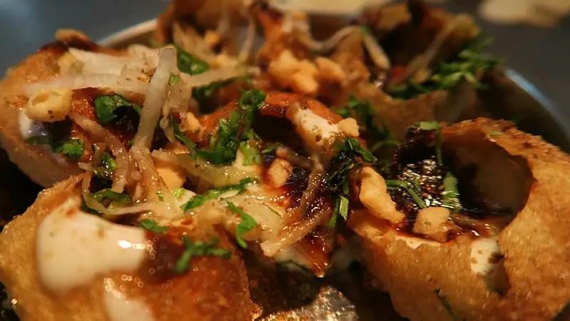 5 must try street foods in Varanasi, dahi puri