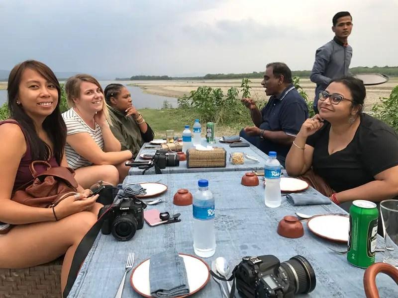 meghauli serai boat safari chitwan, boat safari chitwan