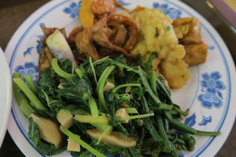 vegetarian food kuching, kuching vegetarian restaurants, best thing to do in kuching, kuching travel guide, kuching sarawak