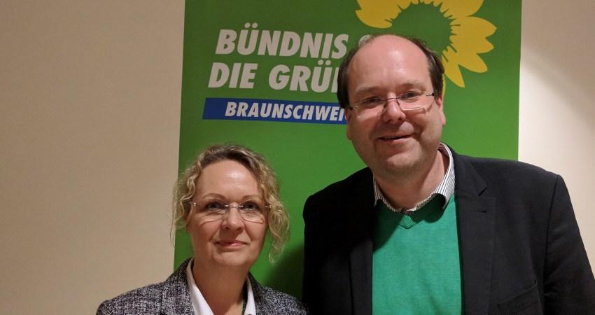 Bild: Bündnis 90/Die Grünen; Grüner Landwirtschaftsminister Christian Meyer und Direktkandidatin Beate Gries