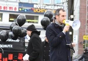MdL Belit Onay bei einer Gedenkveranstaltung für die NSU-Mordopfer im November 2012