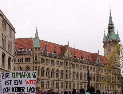 FFF zieht ums Rathaus