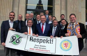 Respekt-Aktion in der Sitzungwoche 30.10.-01.11.2013 zum Nordderby am 08.11.2013 (vor dem Niedersächsischen Landtag in Hannover)
