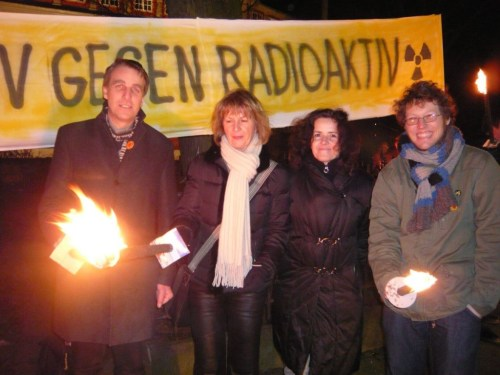 Grüne Promis bei der Asse II-Lichterkette am 26.02.2009 (Stefan Wenzel, Brigitte Pothmer, Gabriele Heinen-Kljajić und Jan Philipp Albrecht)