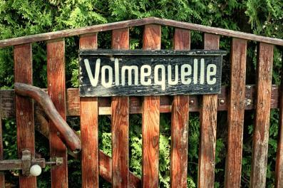 Holztor am Eingang zum Volmehof