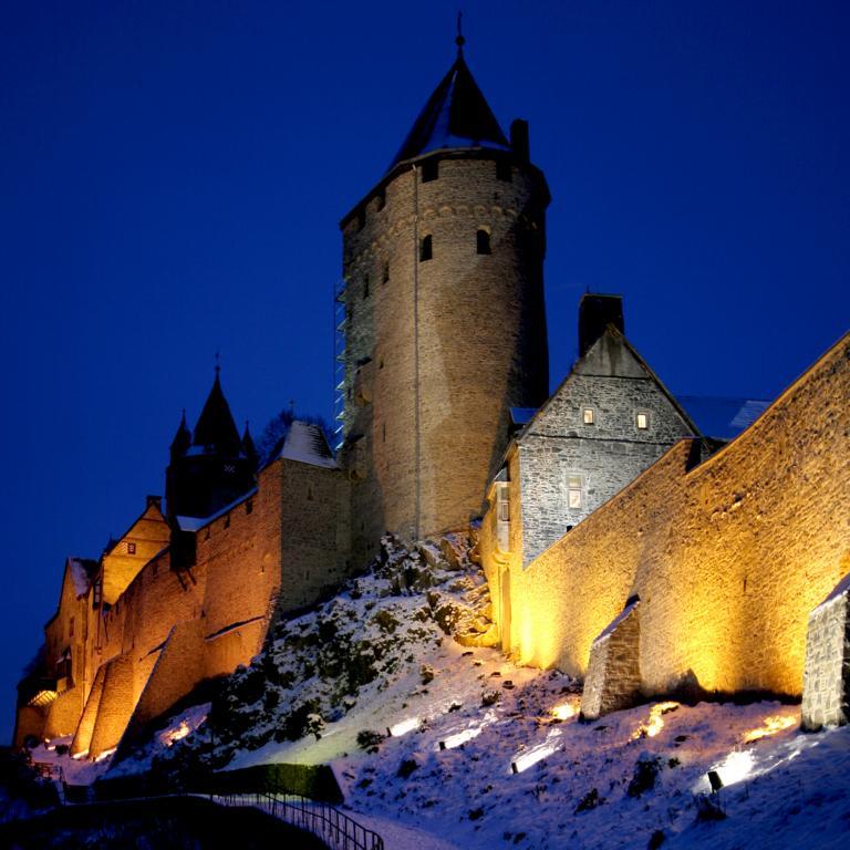 Burg Altena, angestrahlt
