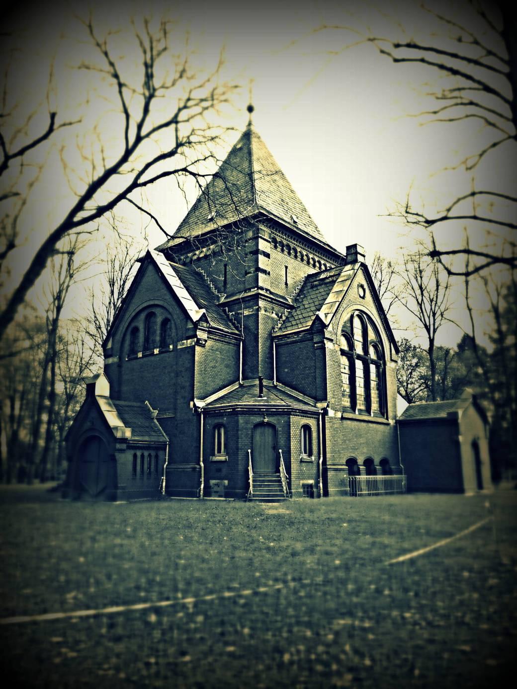 Kirche in schwarzweiss
