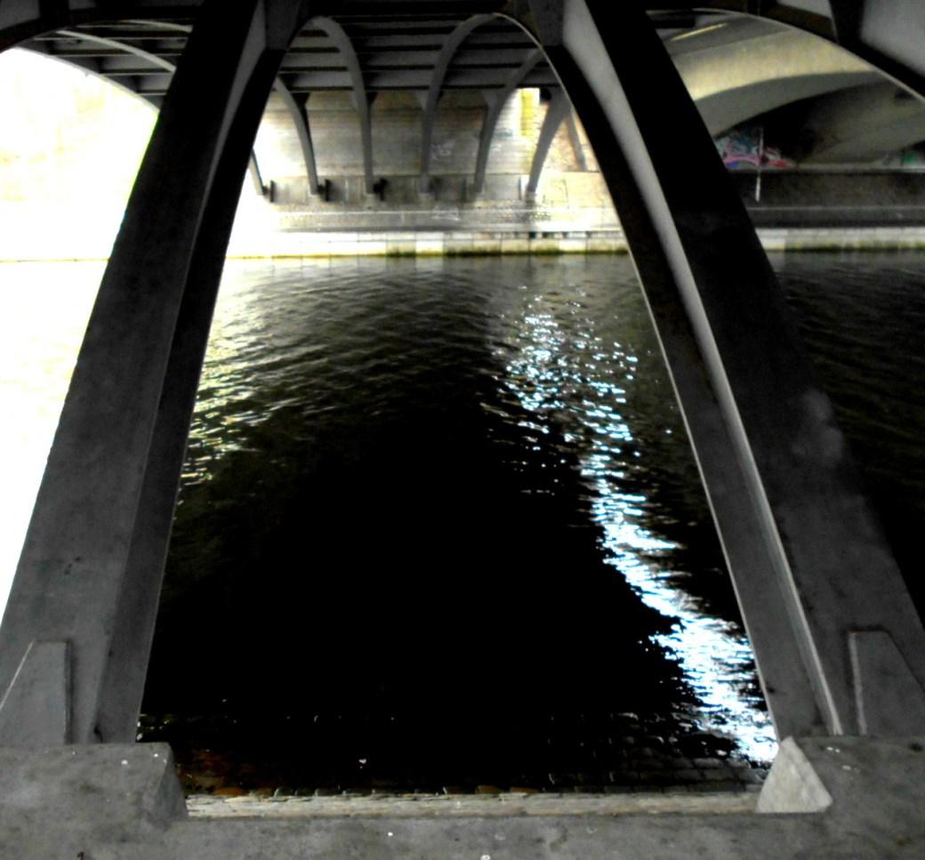 Unter der Eisenbrücke
