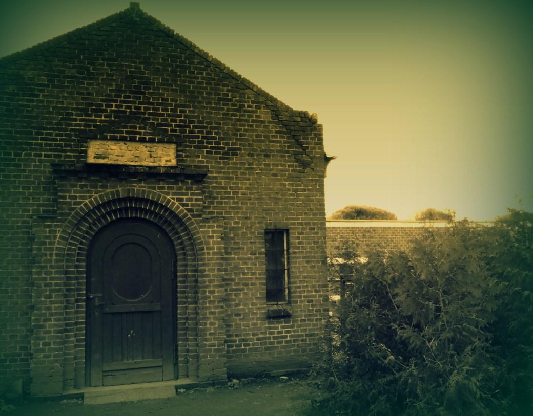 Altes Gemäuer mit Tür