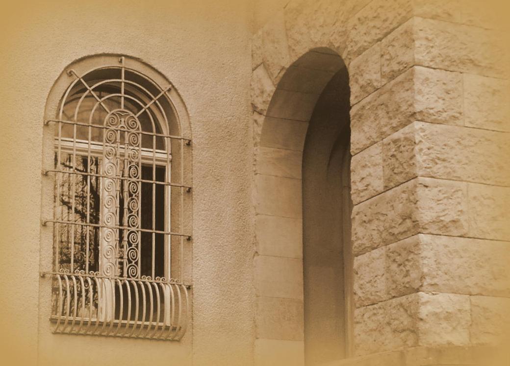 Fenster mit Ziergitter
