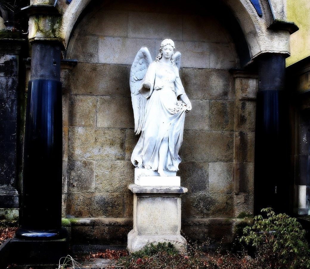 Engel mit Säulen