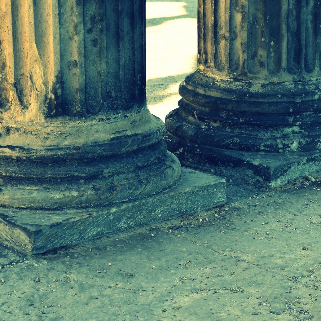 Säulenfüße cross