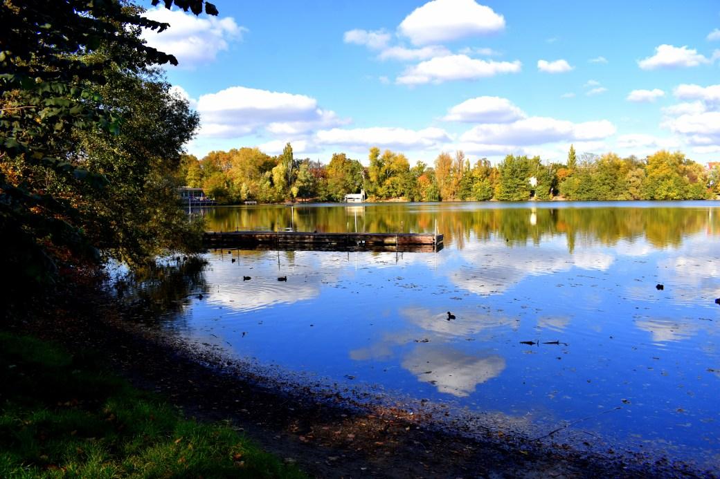 Wolkenspiegel im Wasser