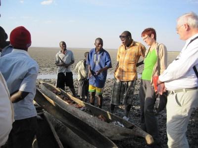 Ute Koczy und Begleiter an einem der Orte der Uranexploration in Tansania