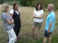 Gruppe bei Sommerfest im Abteigarten