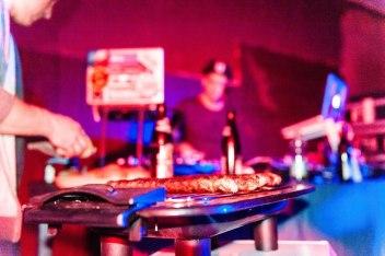 1 Grill, 1 DJ & 1 Mic. Company Slow live im Cafe Q. Indoor Skateramp. Cafe Q. Live Rap Coburg.