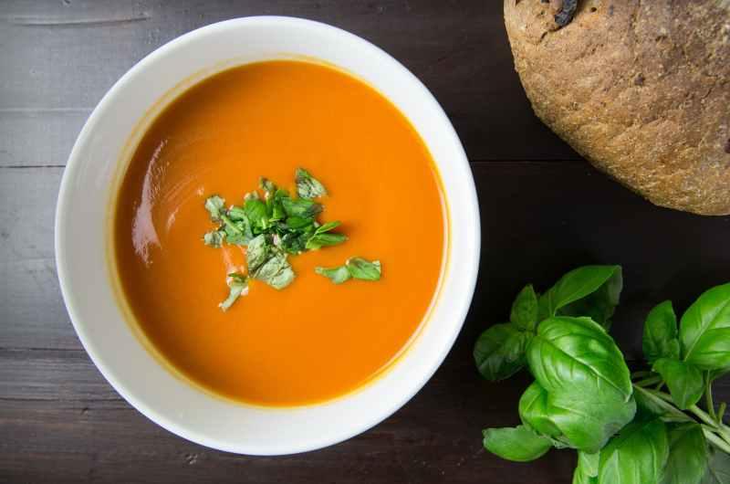 Türkische Yoghurt-Linsen-Suppe
