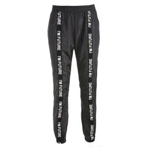 Pantalon streetwear fond blanc