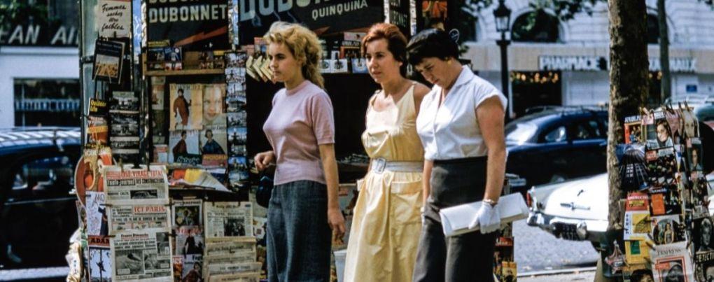 Femmes avec des t-shirts vintage