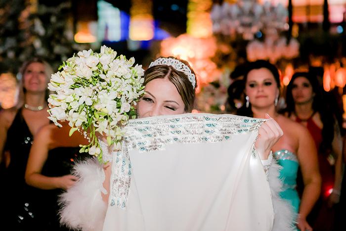 Tradição: Nomes na barra do vestido