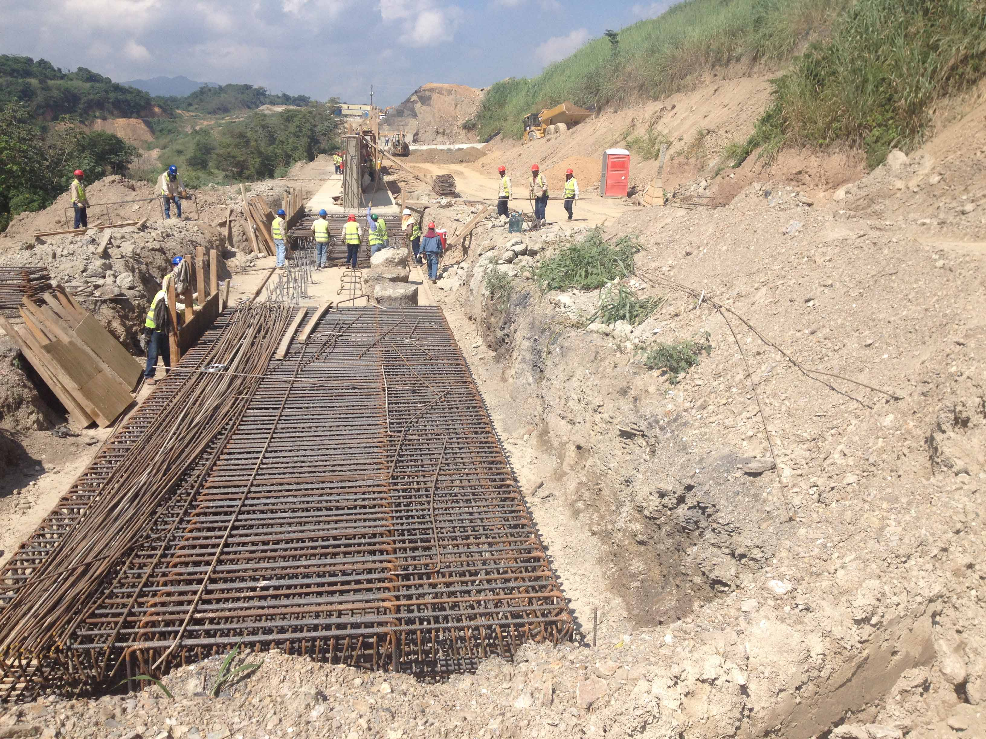 Construcci n de muro de concreto armado sobre pilotes for Muro de concreto armado