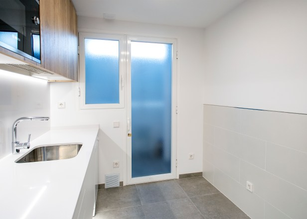 puerta aluminio cocina