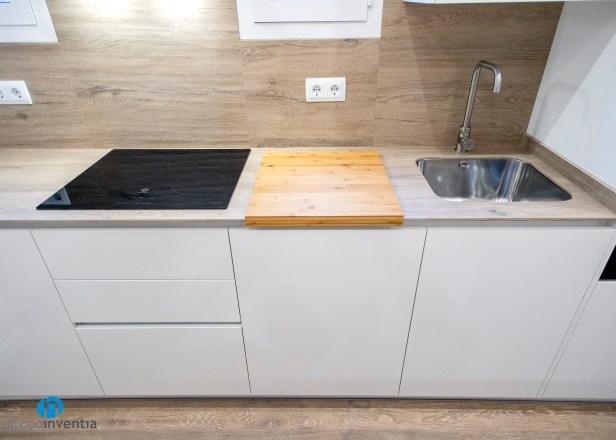 salpicadero azulejo madera