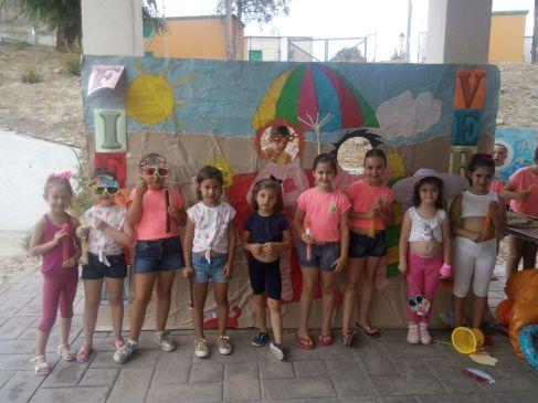 grupo-reifs-cazalilla-visita-alumnos-jose-plata-photocall-verano9