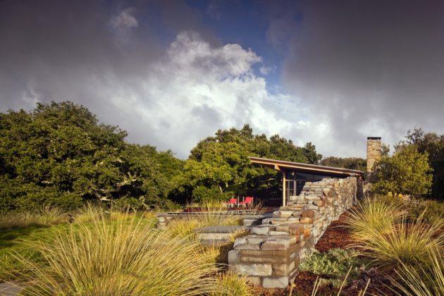 Halls Ridge Knoll Guest House por Bohlin Cywinski Jackson en Carmel by the Sea, California