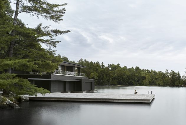 Muskoka Boathouse por Akb Architects en Ontario, Canadá