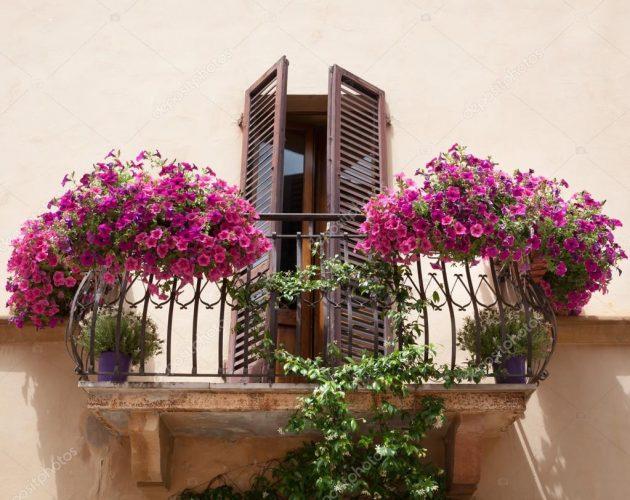 10 ideas magníficas para decorar un balcón de estilo italiano