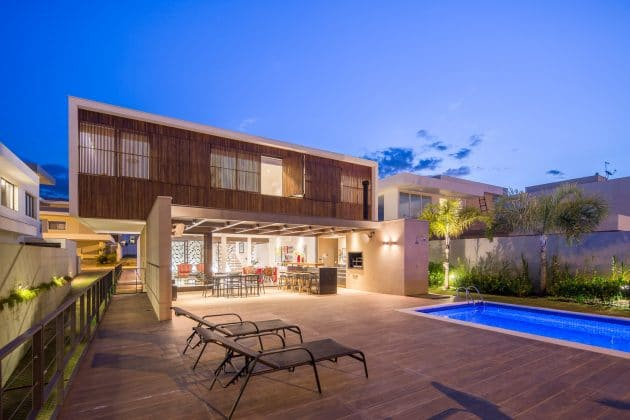 LA House por Esquadra Arquitetos + Yi Arquitetos en Brasilia, Brasil