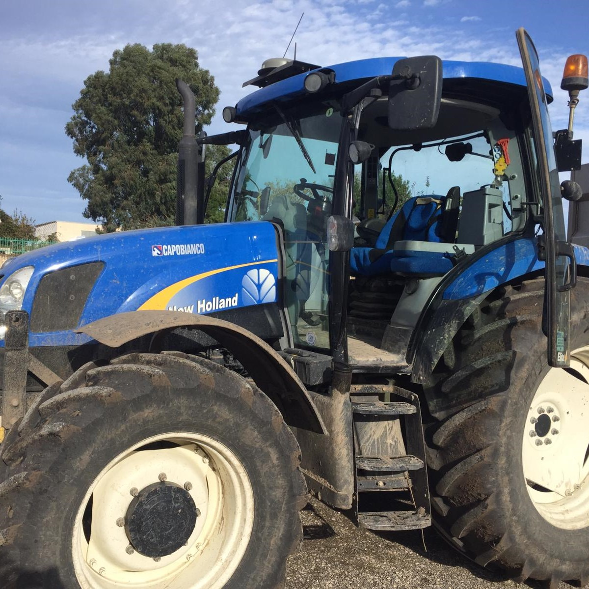 TRATTORE NEW HOLLAND T 6020