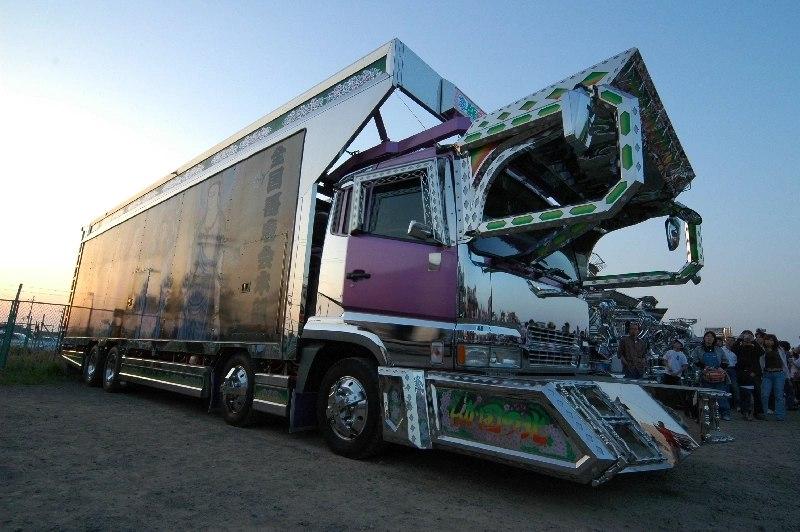 Удивительные грузовики.