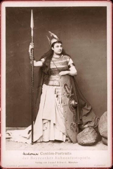 Amalie_Materna_as_Brünhilde_1876_-_IL1