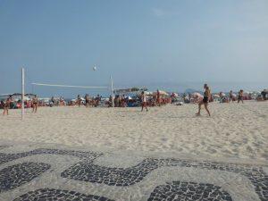 Strandfotvolleyball var en populær aktivitet på beachen