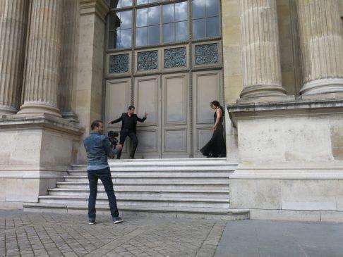 148. Filming av dansepar utenfor Louvre