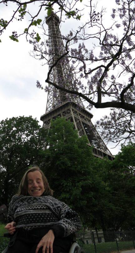 43. Vi nærmer oss Eiffeltårnet.