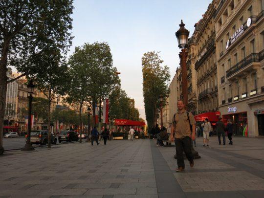 85. Jo på Champs Elyseés