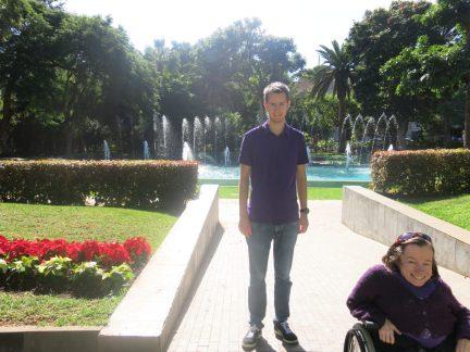 20. Steinar og Gry foran fontene i Parque Garcia Sanabria
