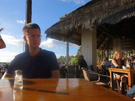 48. Steinar ved en beachbar på Playa Caltillas