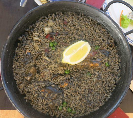 87. 27.11.13 - Svart Paella til lunsj