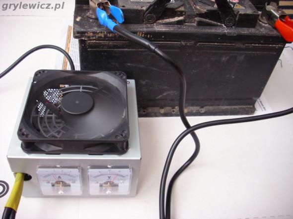 Akumulator ładowany prostownikiem DIY