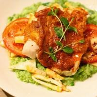 Bakt torsk med rød pesto og grønnertestuing