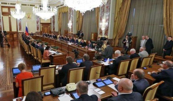 Кабмин: выплаты чиновникам не вырастут