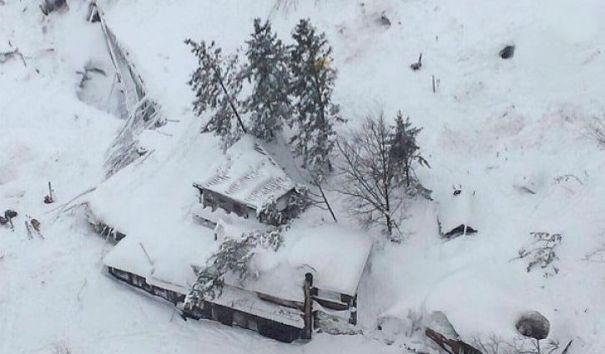 Под завалами отеля в Италии найден один погибший
