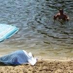 На пляже в Воронеже полдня под зонтиком лежал труп