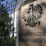 Ministerstwo chce postawić naśrednie sądy