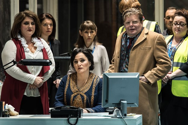 Lady Macbeth of Mtsensk with Patricia Racette, Peter Hoare and Chorus, c Clive Barda
